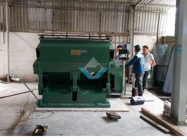 Máy bế thùng Carton