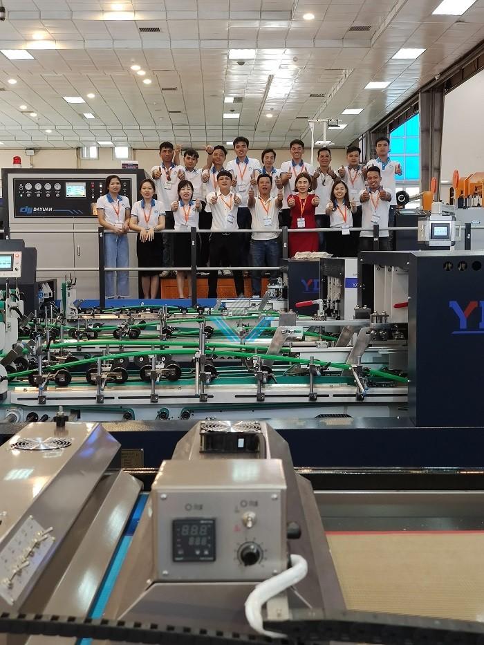 máy dán hộp tự động Yadu 2-1